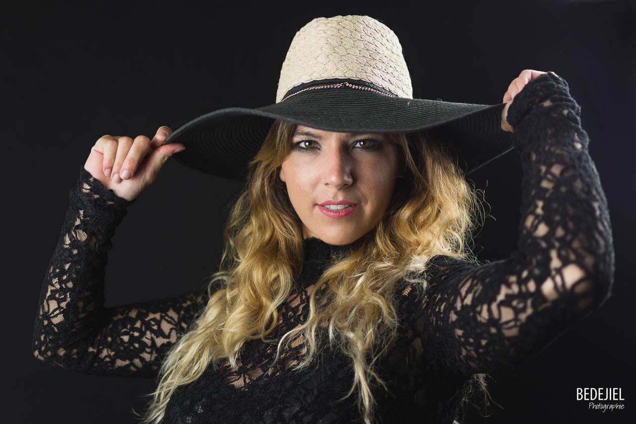 Portrait femme avec un chapeau