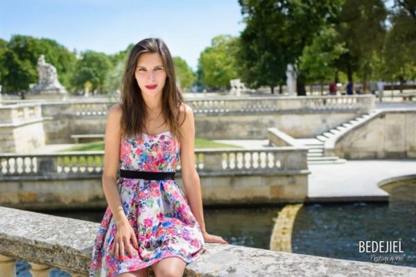Portrait femme au jardin de la fontaine