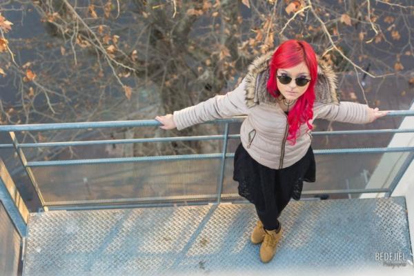 Portrait femme cheveux rose