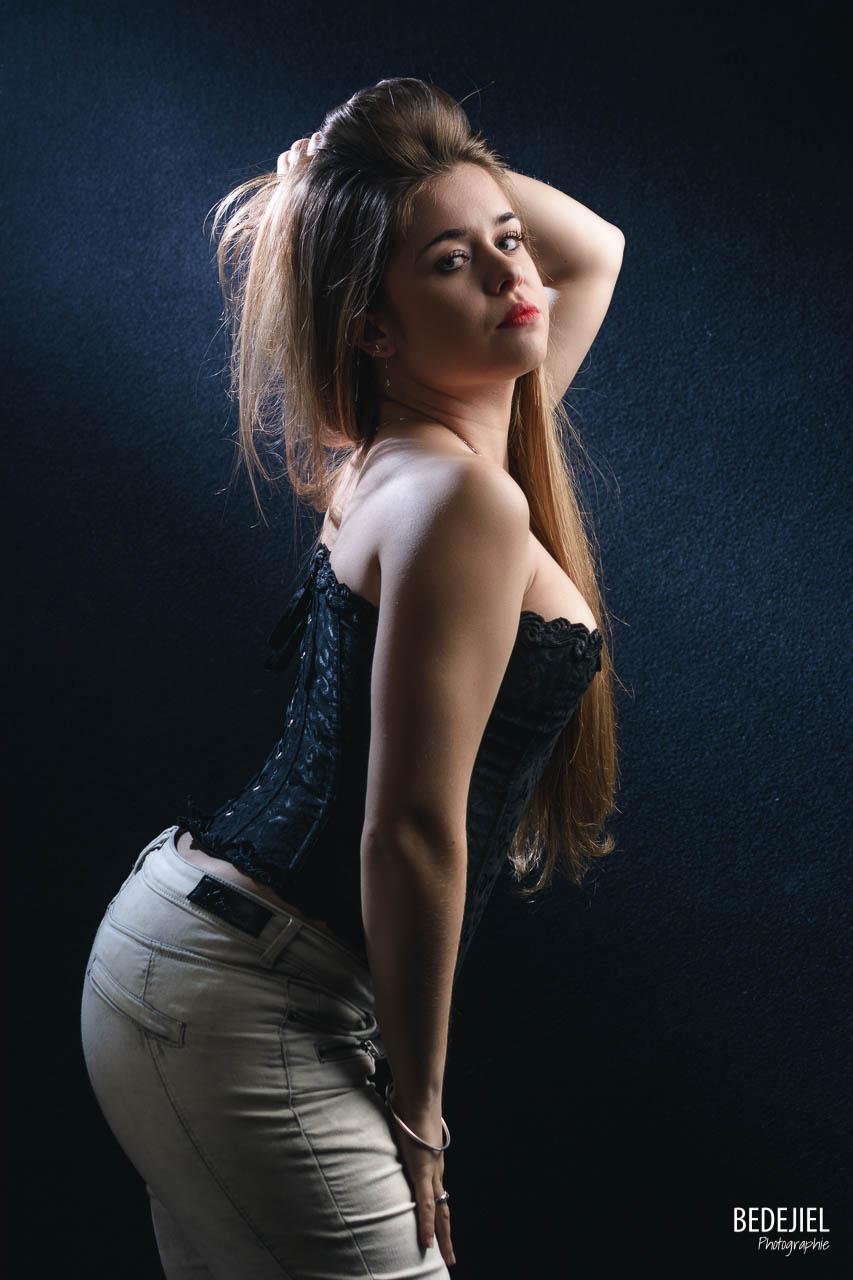 Portrait femme studio en corset